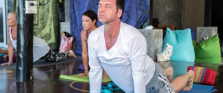 The Retreat with Nick Knowles, Nick Knowles practices yoga and detox