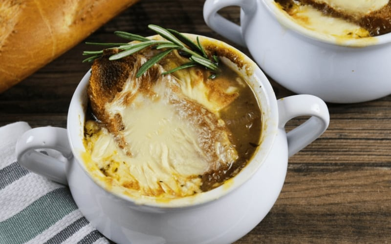 21 Vegan Christmas Recipes - Vegan French Onion Soup